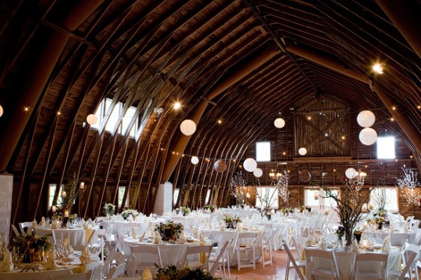 Elegant-Barn-Wedding-600x399